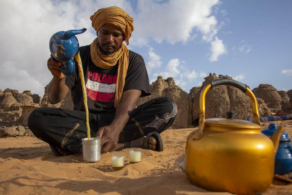 Mohamed Hassani - Tinariwen Tours