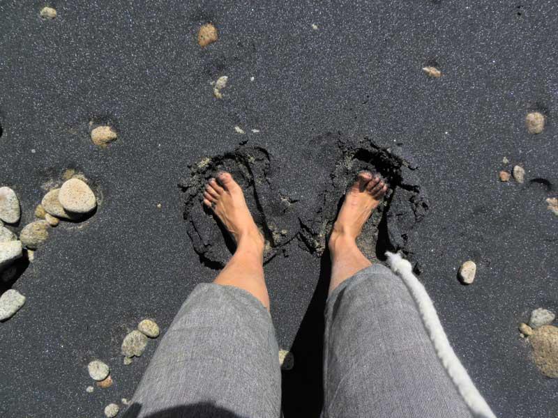 černý písek - pláž Nový Zéland - Working Holiday Visa