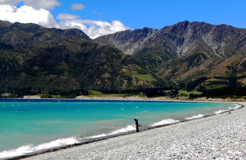 Typická pláž pro Jižní ostrov - cestování po Novém Zélandu